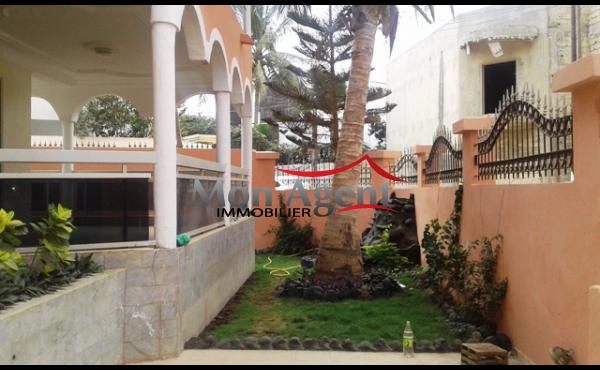 Location d 39 une villa au virage dakar agence for Acheter une maison au senegal