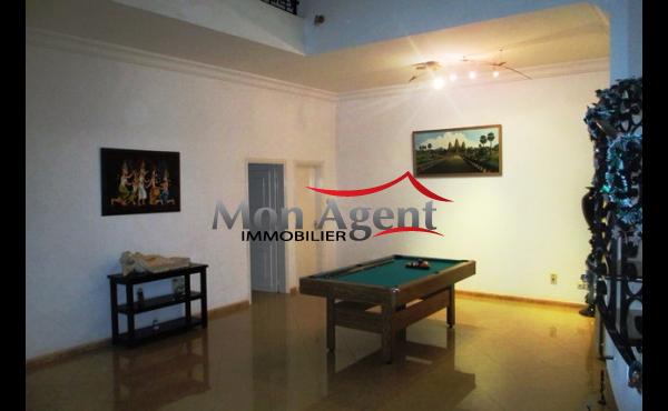 Maison piscine vendre almadies dakar agence for Acheter maison senegal